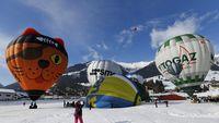 Warnawarni Balon Udara di Langit Swiss