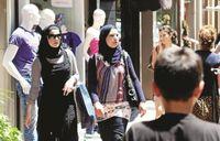 Wisman Timur Tengah Juga Hobi Memotret dan BerSelfie