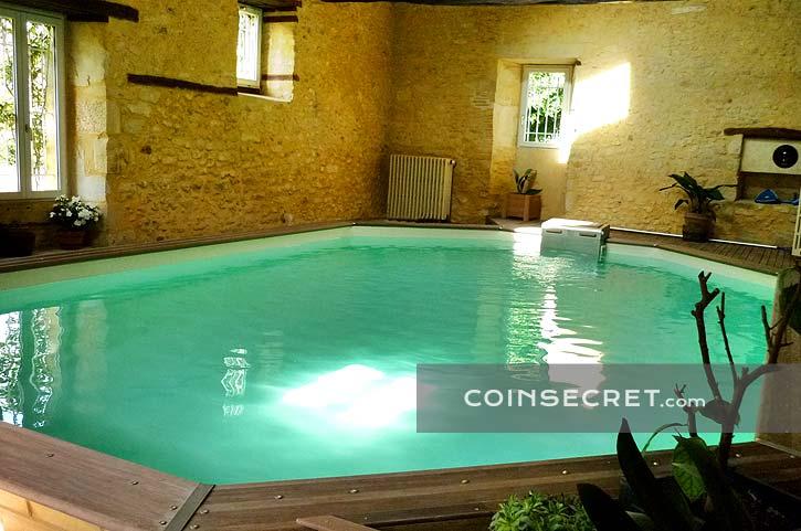 Location dune maison de vacances avec piscine intrieure chauffe en Prigord