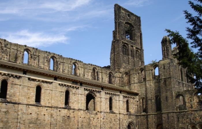 kirkstall-abbey