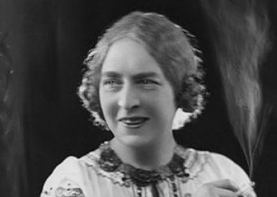 330px-Dame Laura Knight circa 1910