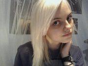 make hair platinum blonde