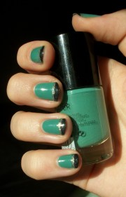 turquoise striped nails