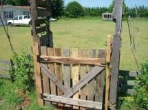 Wood Pallet Gate Garden Decoration Construction