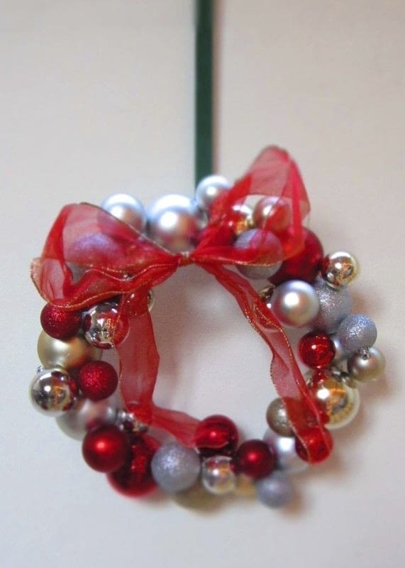 Bauble Wreath  How To Make A Bauble Wreath  Decorating