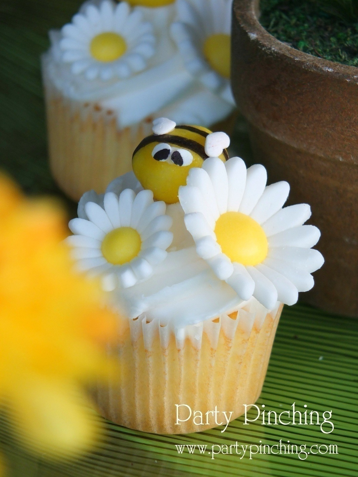 kitchen hats cabinet drawer slides honey bee lemon drop cupcake toppers · how to make a cake ...