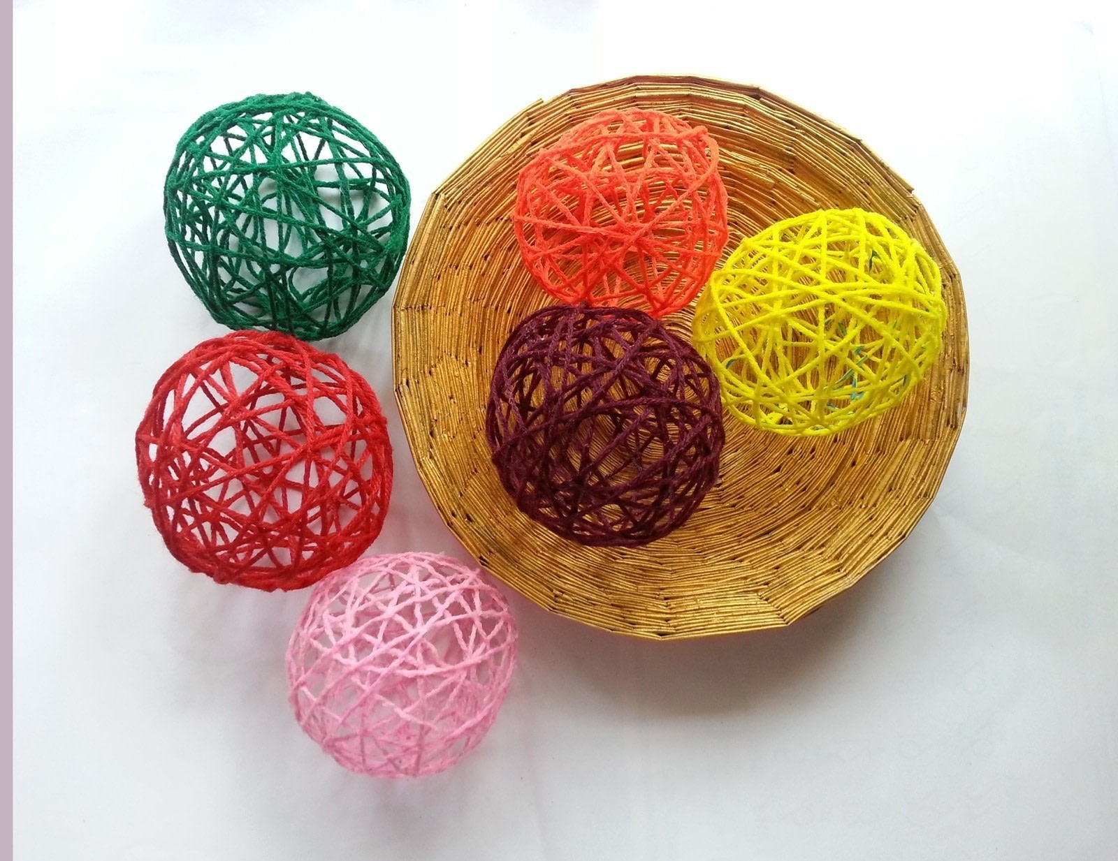 Diy Decorative Yarn Balls How To Make A Piece Of