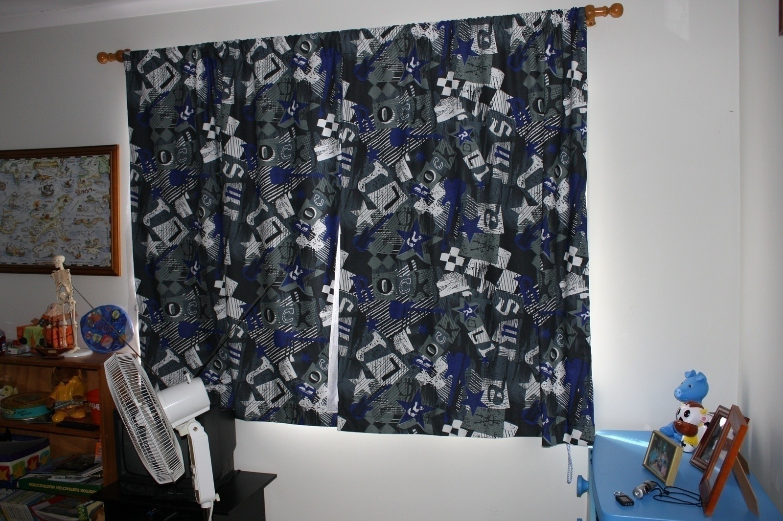 Rock N Roll Curtains  A CurtainBlinds  Sewing on Cut