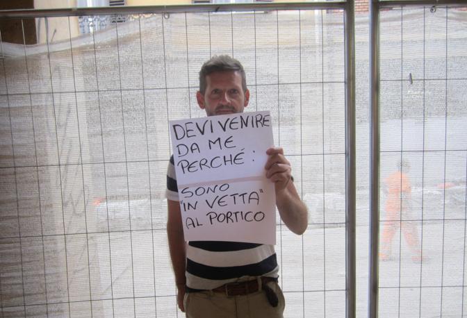 Foto e cartelli Humans di Strada Maggiore