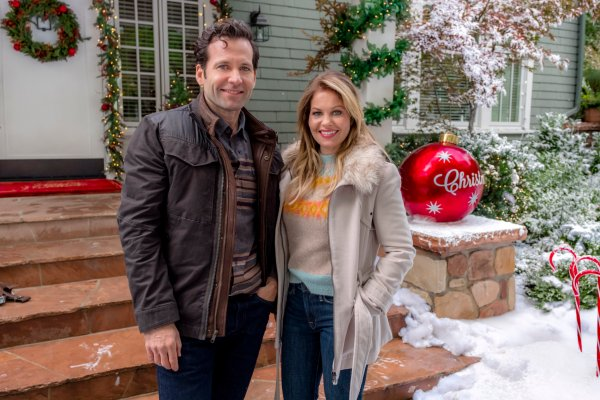 Preview Switched for Christmas Hallmark Channel