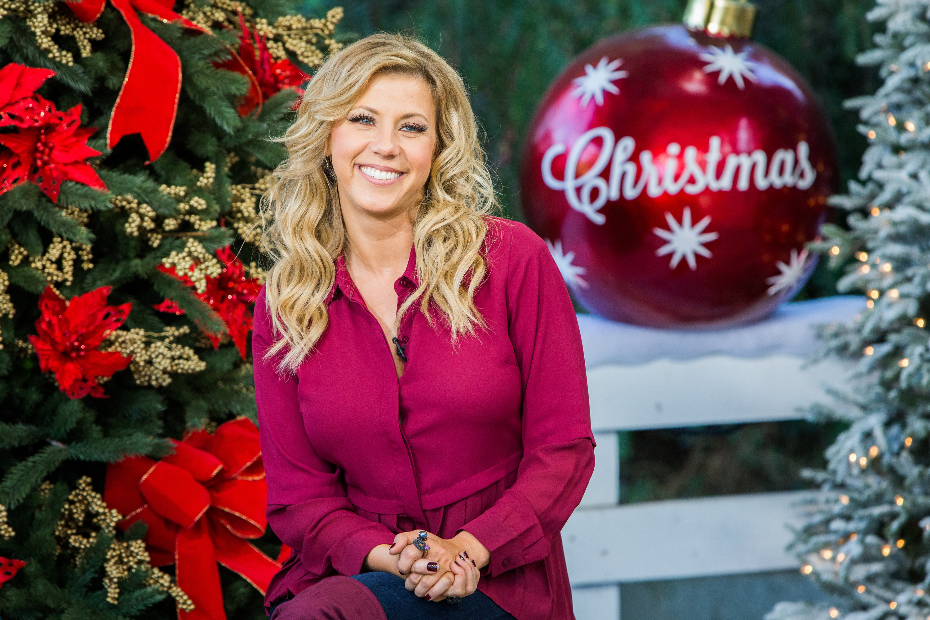 Crown Hd Wallpaper Jodie Sweetin Home Amp Family Video Hallmark Channel