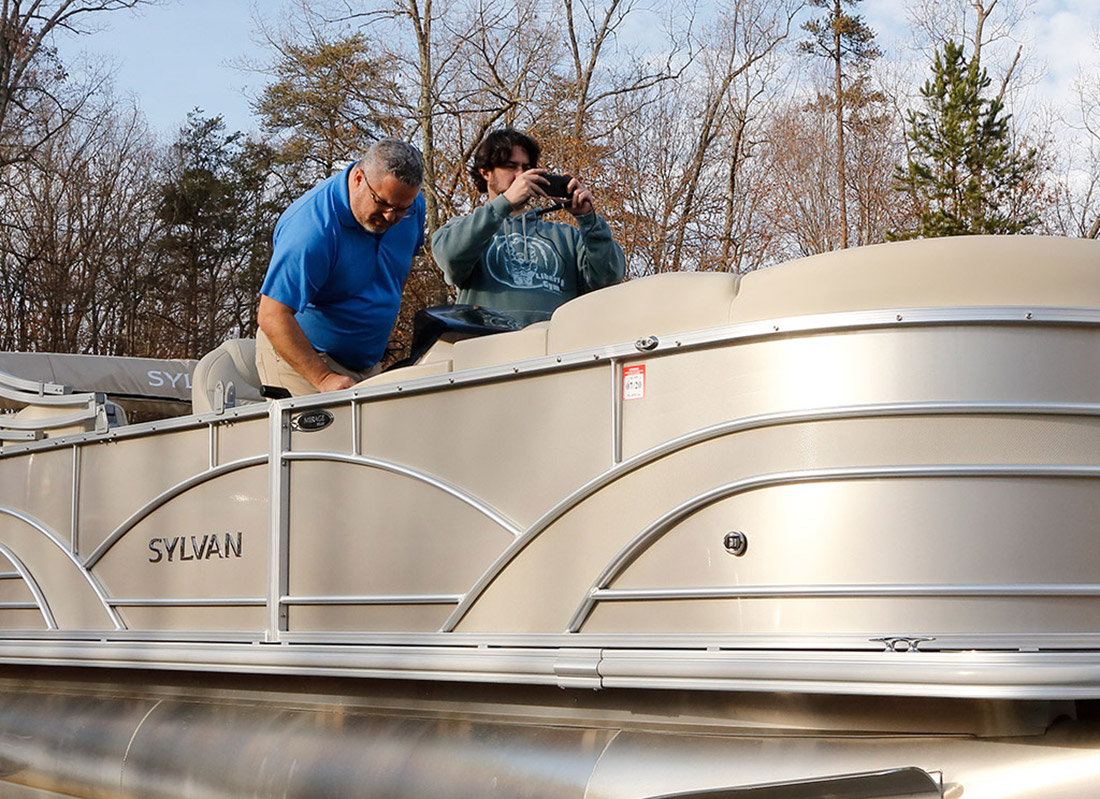 hight resolution of a pontoon boat gets a serious stereo upgrade