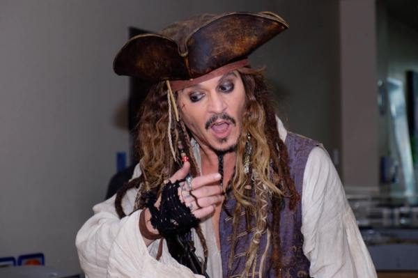 Johnny Depp Surprises Bc Children' Hospital Patients Jack Sparrow Video Daily