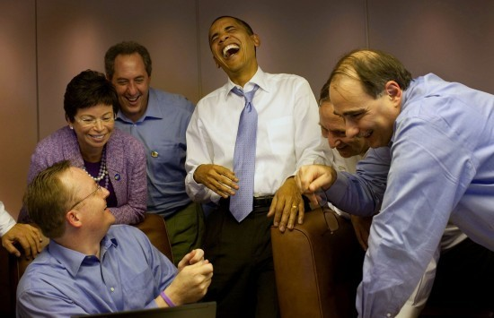 Obama-Laughing-on-AF1-550x355.jpg