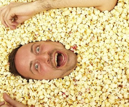 Greg-Taylor-the-man-who-bathes-in-popcorn-21-640x532.jpg