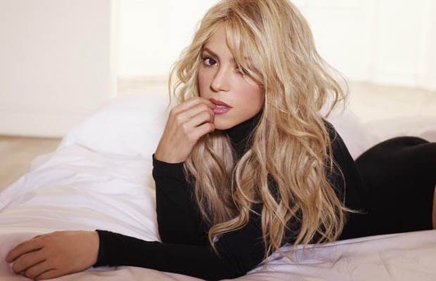 Shakira Smoulders In Bathtub To Show Off Every Inch Of Leg Daily Star