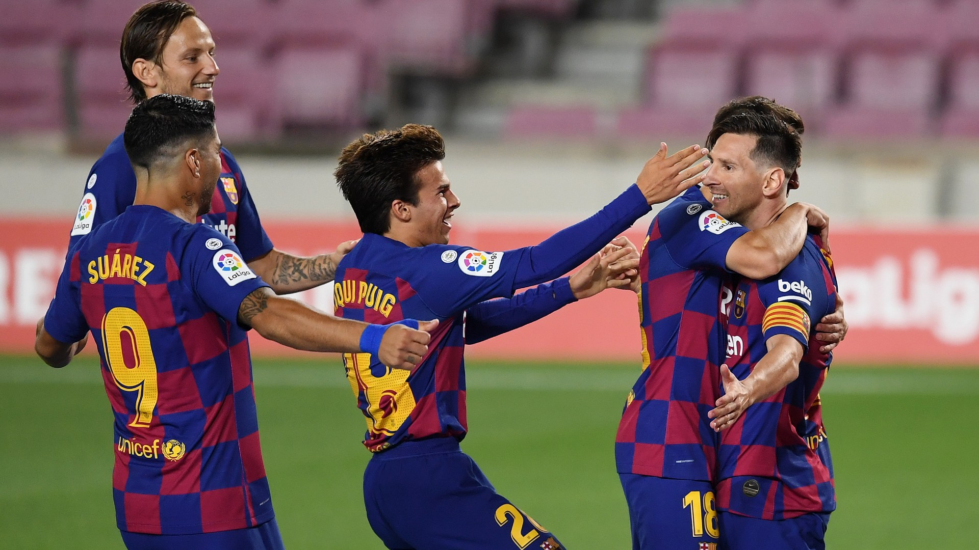 messi reaches 700 goals with chipped
