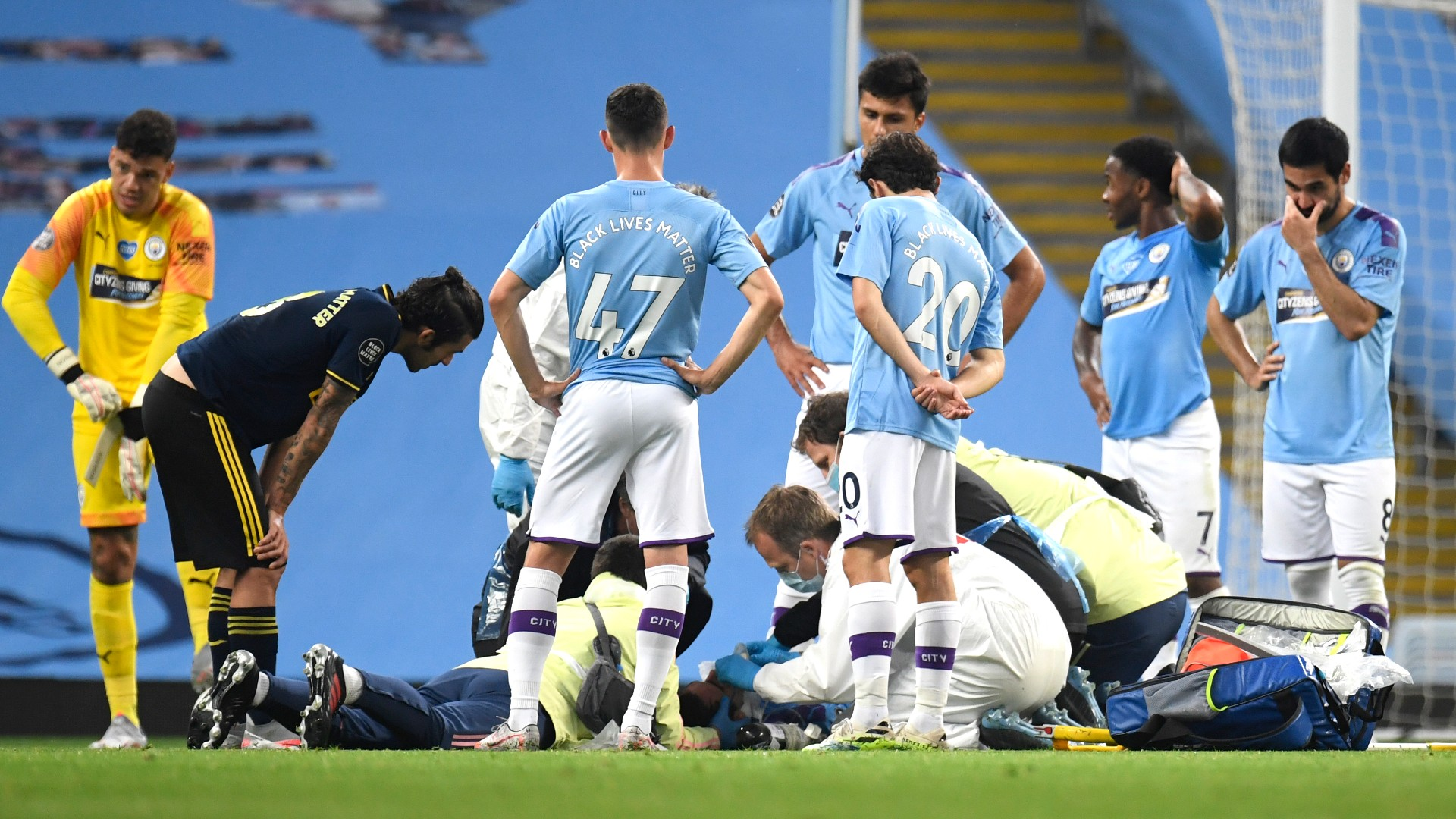 Photo of Eric Garcia injury mars near-perfect day for Manchester City against Arsenal