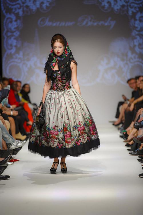 Von Kopf bis Halstuch  Vienna Fashion Week 2013