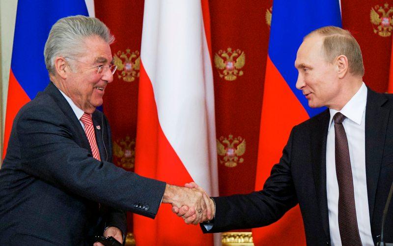 Heinz Fischer ließ sich im April trotz Sanktionen nicht von einem Besuch bei Wladimir Putin abhalten - derstandard.at