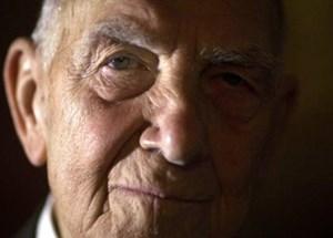 Stéphane Hessel, Überlebender des KZ Buchenwald und Bestsellerautor, ist im Alter von 95 Jahren gestorben.