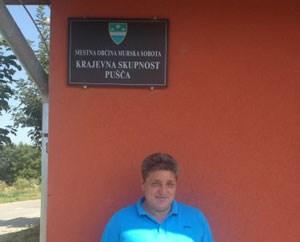 Ortschef Ignac Horvat vor dem Gemeindezentrum.