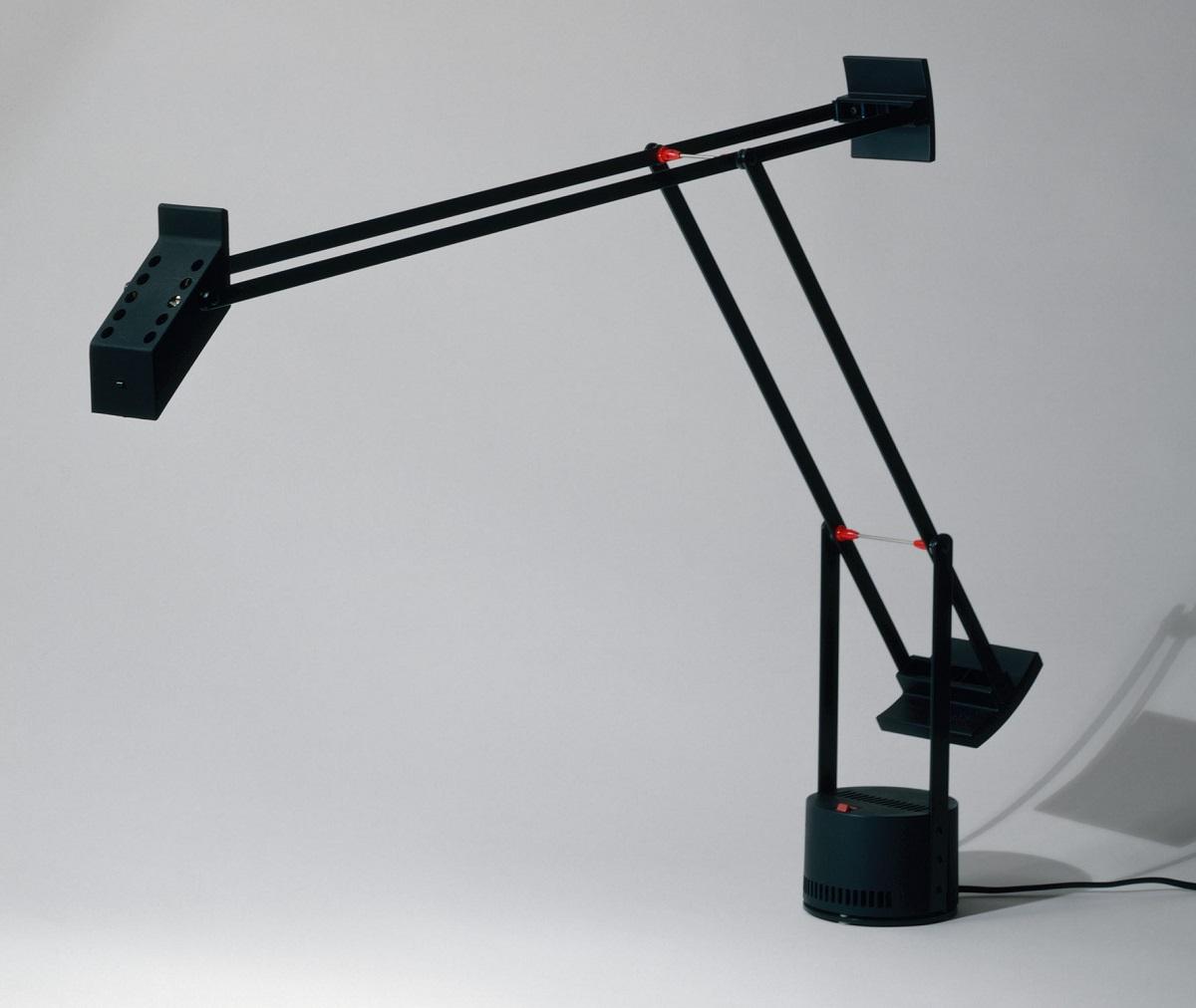 Scopriamo le lampade da tavolo design famose, quelle che hanno rivoluzionato il settore dell'illuminazione. Le Lampade Da Scrivania Di Design Piu Iconiche Design Street