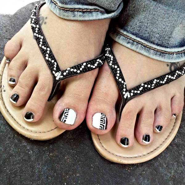 Red And Black Tip Nails With White Spider Web Nail Art For Toe
