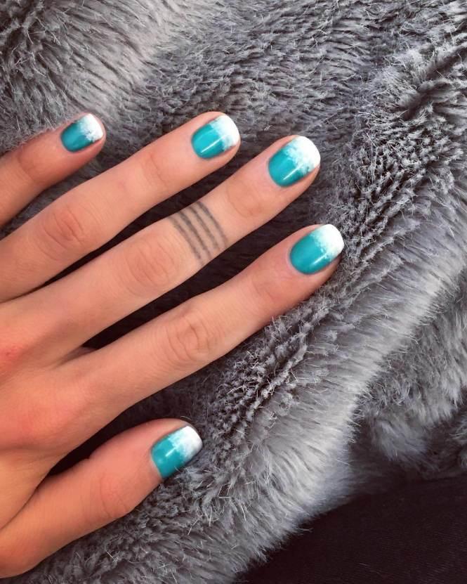 Glod Sequins Tipped Nail Art For Short Nails
