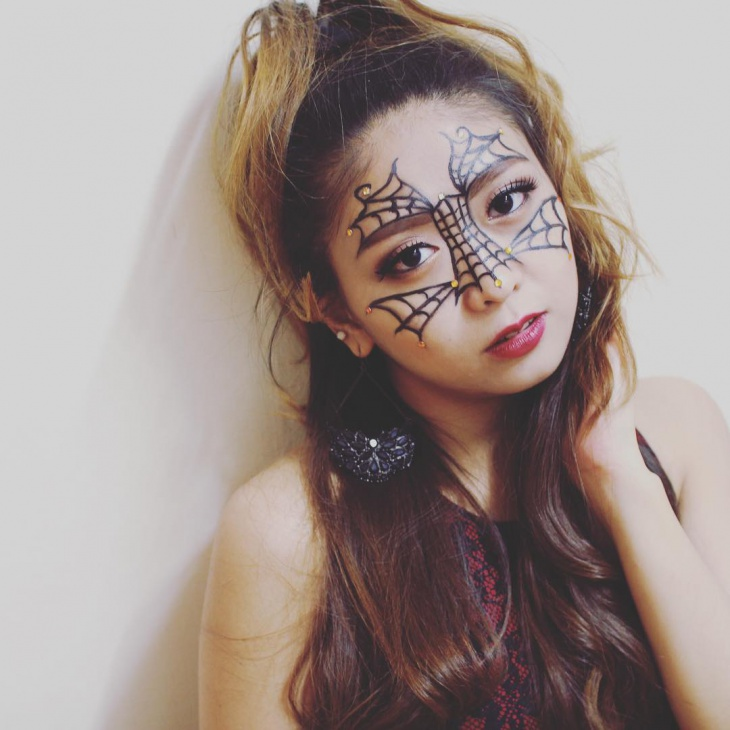 Gothic Spider Web Makeup