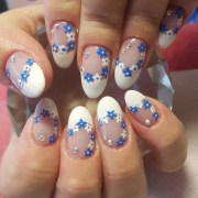 daisy nail art design ideas
