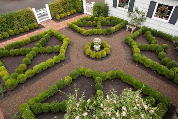 16 square garden design ideas