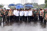 #PayungJokowi Sampai Polisi Ganteng Bikin Gagal Fokus di Aksi 212