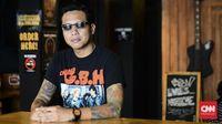 Gofar Hilman Punk Jalanan Yang Jadi Penyiar Kenamaan
