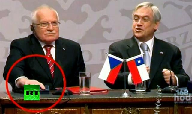 Presiden Ceko 'Curi' Pulpen