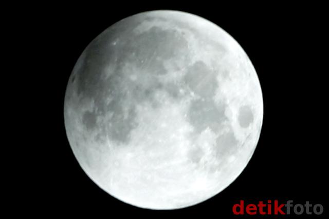 Detik-detik Tertutupnya Bulan