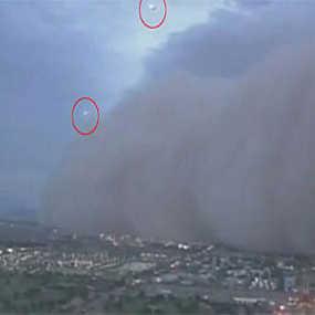 Wow! Dua UFO Muncul di Tengah Badai Debu di AS