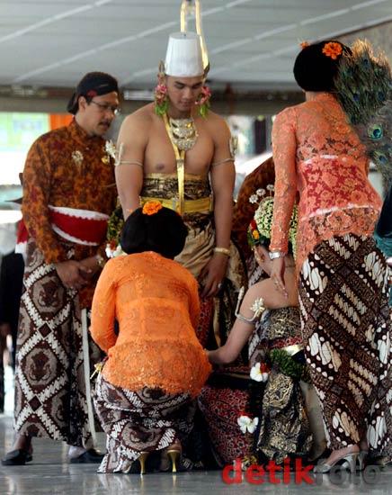 https://i0.wp.com/images.detik.com/content/2011/10/18/157/Prosesi-pernikahan-3.jpg