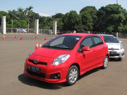 toyota yaris trd sportivo manual all new kijang innova 2.0 q a/t venturer harga 2012 cars price and spesification
