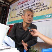 http://www.jadigitu.com/2012/12/di-indonesia-sarjana-hukum-jadi-tukang.html