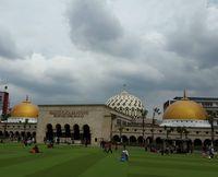 Sambut Tamu Peringatan KAA, 2 Kubah Masjid Agung Bandung Dicat Kuning Emas
