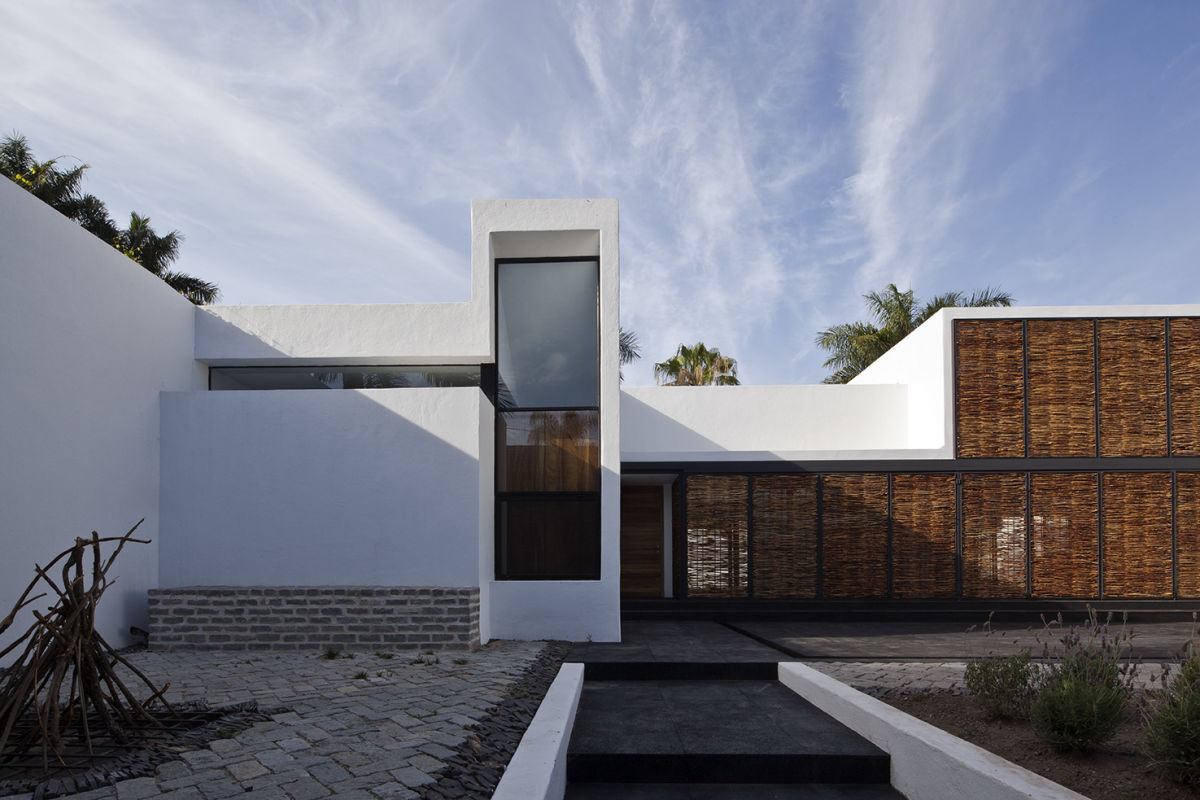 ATELIER ARS Onnis Luque  House and Studio in Mar Chapalico  Divisare