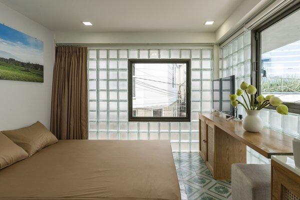 modern bedroom ceramic tile floors
