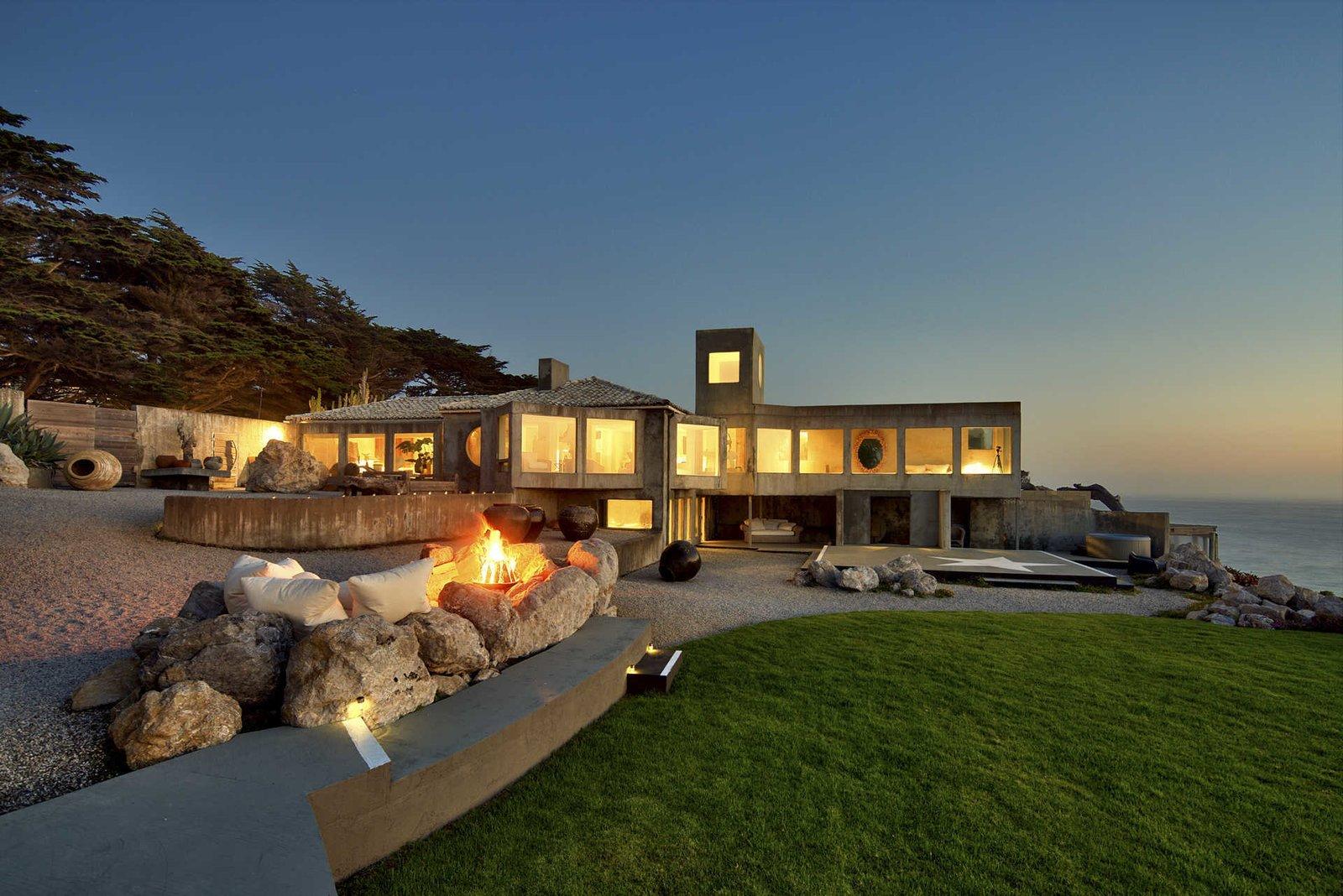 An Oceanfront Sanctuary on the California Coast Modern
