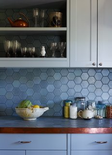 backsplash kitchen traditional cabinets pictures best 4 modern ceramic tile backsplashes design photos and cornflower blue hexagonal tiles form the in this where continue