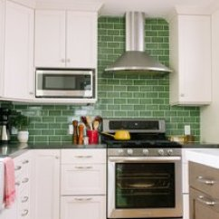 Subway Tiles In Kitchen Country Curtains For Best Modern Tile Backsplashes Design Photos And Ideas This With White Cabinets Fireclay A Classic Pattern Go Beyond
