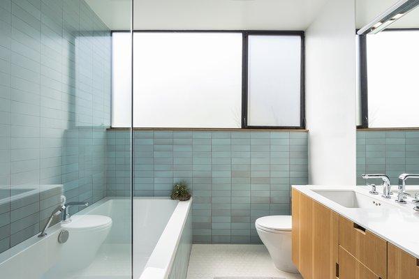 Best 60 Modern Bathroom Engineered Quartz Counters Design Photos And Dwell