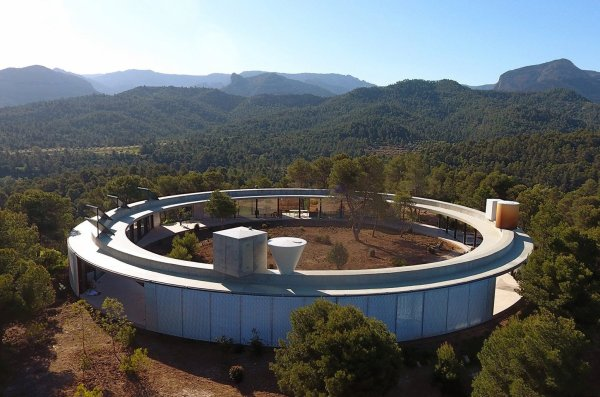 Stay In Solar-powered Ring-shaped Vacation Home Spanish Countryside - Dwell
