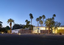 Palm Springs Hotel Filled With Vintage Midcentury