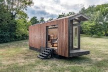 Solar-powered Tiny House Gorgeous Light-filled